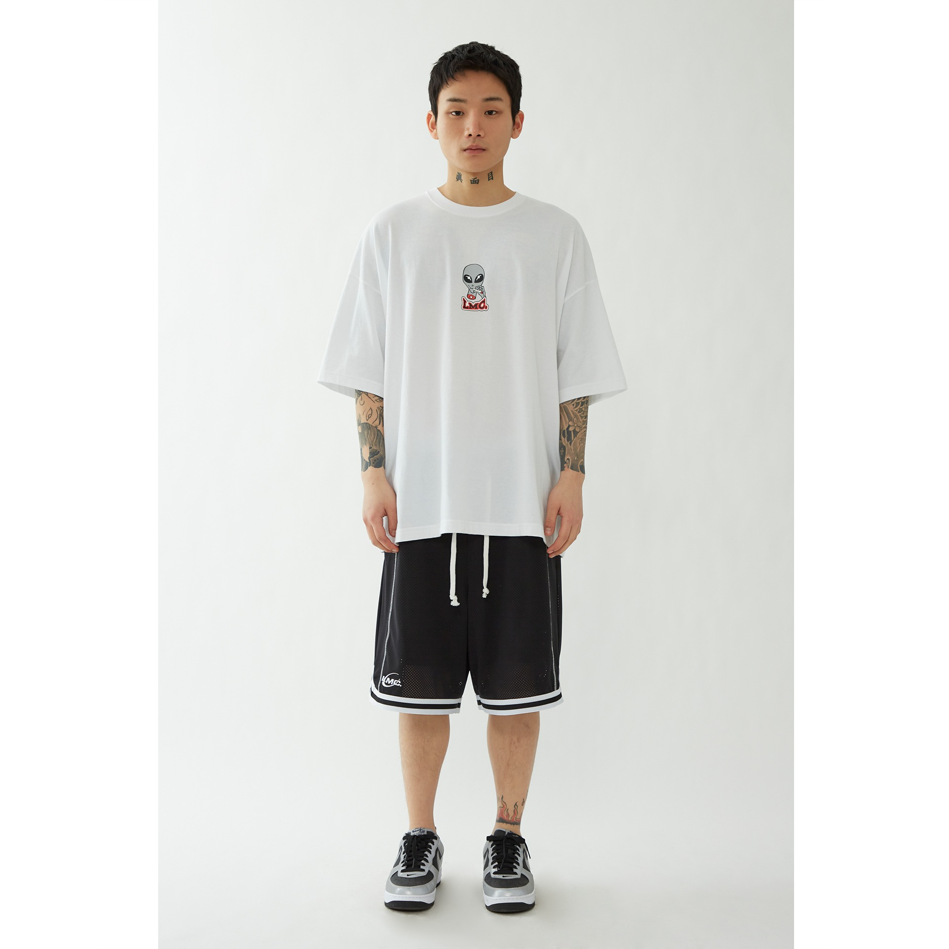 LMC SMOKING ALIEN OVERSIZED TEE white