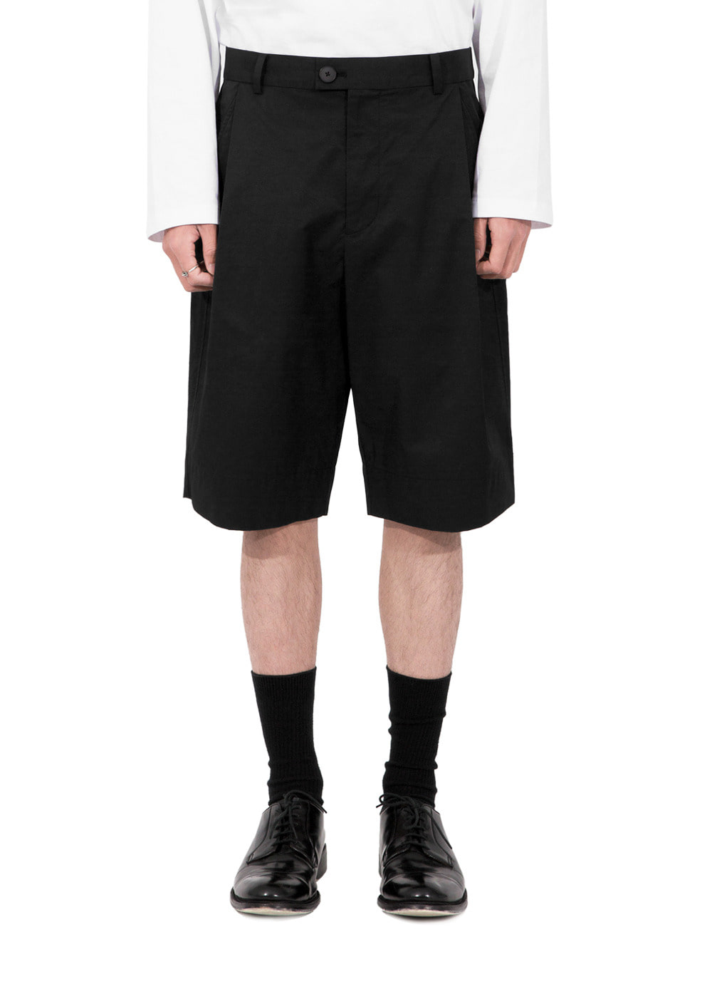 ONE TUCK BERMUDA SHORTS black